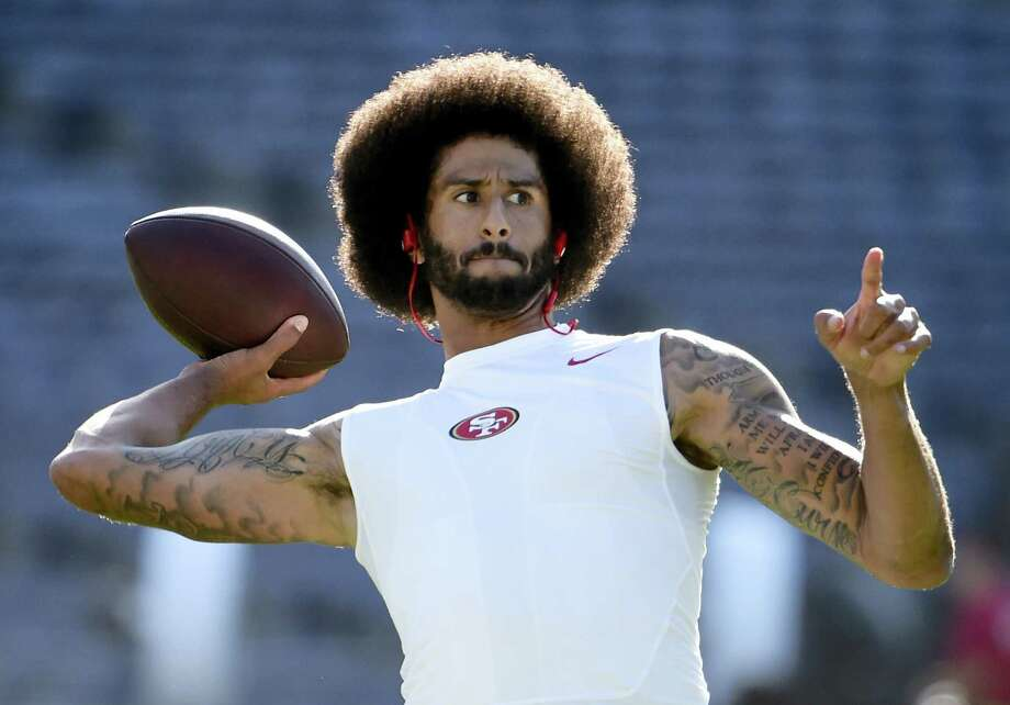 San Francisco 49ers quarterback Colin Kaepernick warms up for the team's NFL preseason football game against the San Diego Chargers on Sept. 1, 2016 in San Diego. Photo: AP Photo/Denis Poroy   / FR59680 AP