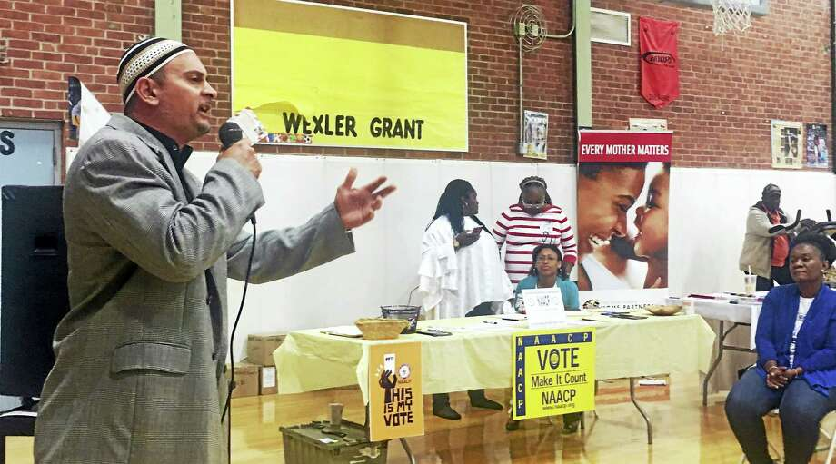 On Saturday, local leaders and advocated gathered at Wexler Grant Community School for the first H.O.P.E. Fest, which is designed to connect previously incarcerated men and women — and their families — with programs, services and resources needed to transition into the community. Photo: Sam Norton — New Haven Register