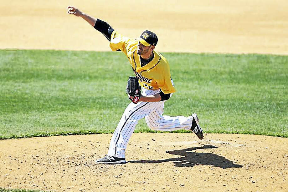 New Haven's Josh Zeid is pitching with the independent New Britain Bees, trying to make it back to the majors. Photo: Charles Barbisch — New Britain Bees