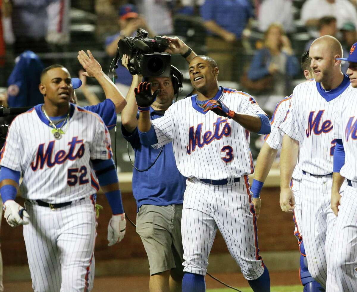 Curtis Granderson (3) celebrates with teammates after hitting a walk-off home run to beat the Dodgers on Friday.