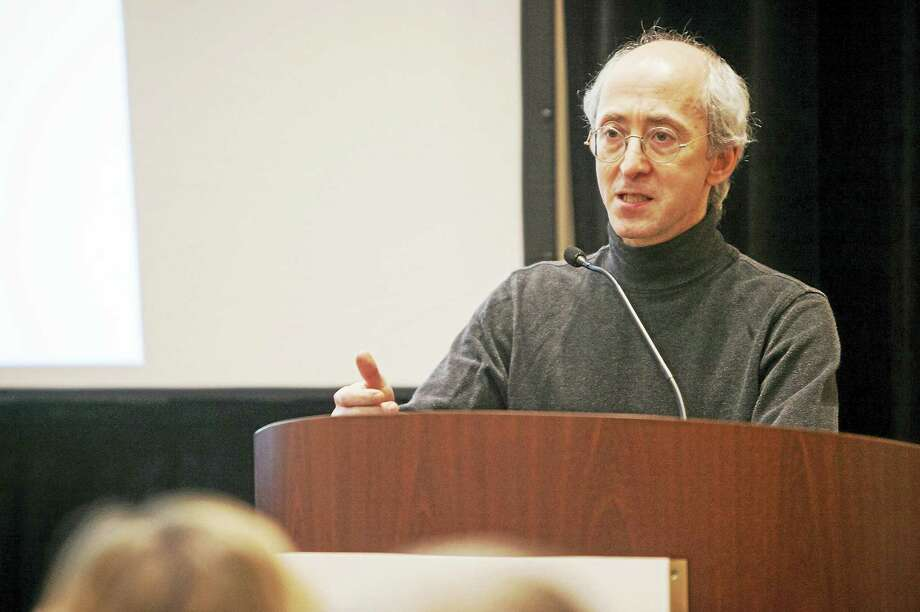 Dr. Stuart Gitlow addresses journalists on April 12 in Baltimore. Photo: Photo Courtesy Of The National Press Foundation