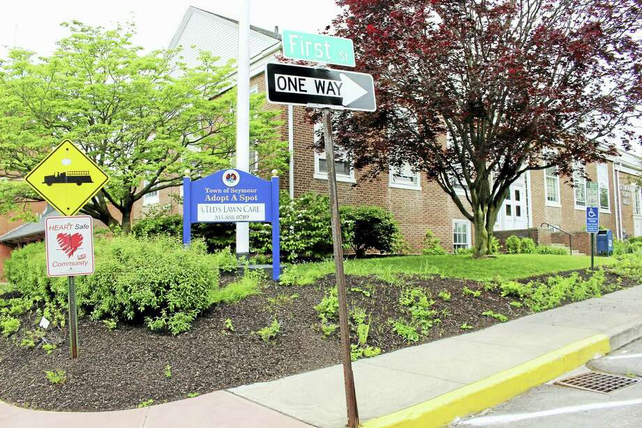 First Street in Seymour now a one-way street to help alleviate traffic congestion. Photo: Jean Falbo-Sosnovich — New Haven Register