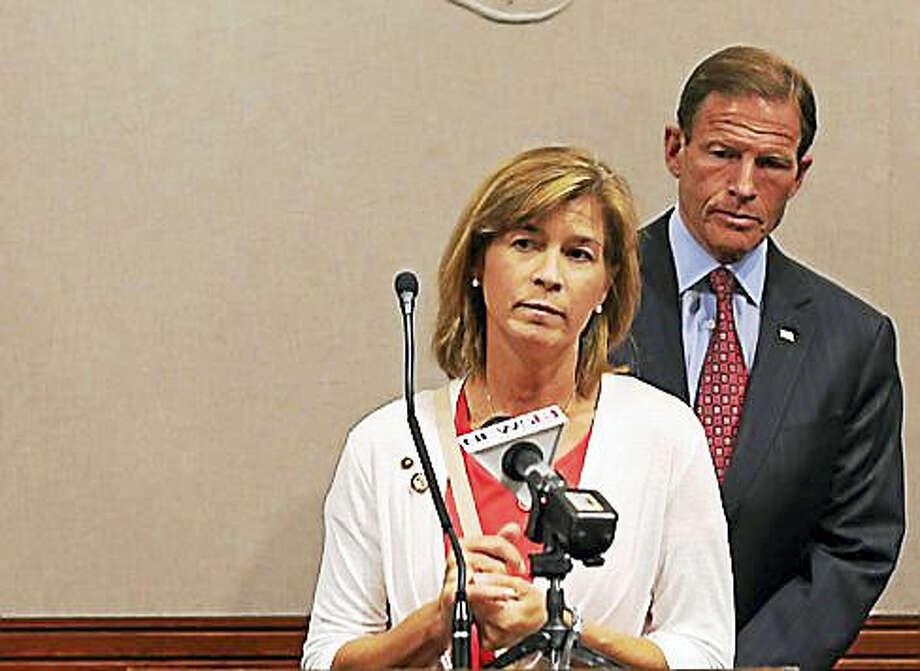 Sarah Greene of Branford speaks as U.S. Sen. Richard Blumenthal looks on. Photo: JACK KRAMER — CTNEWSJUNKIE.COM