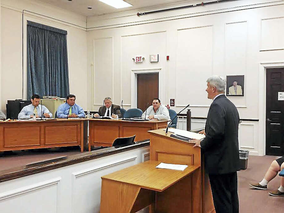 Financial advisor William Lindsay of Independent Bond & Investment Consultants, addresses the West Haven City Council Monday night about a possible deficit financing plan. Photo: Mark Zaretsky — New Haven Register