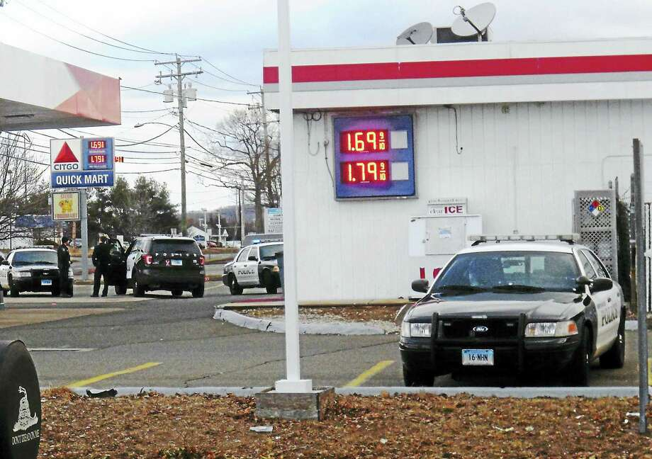 North Haven police were investigating Friday morning after a man stole money from the cash register at Citgo, 490 Washington Ave. There were no reports of injuries. Photo: Wes Duplantier — New Haven Register
