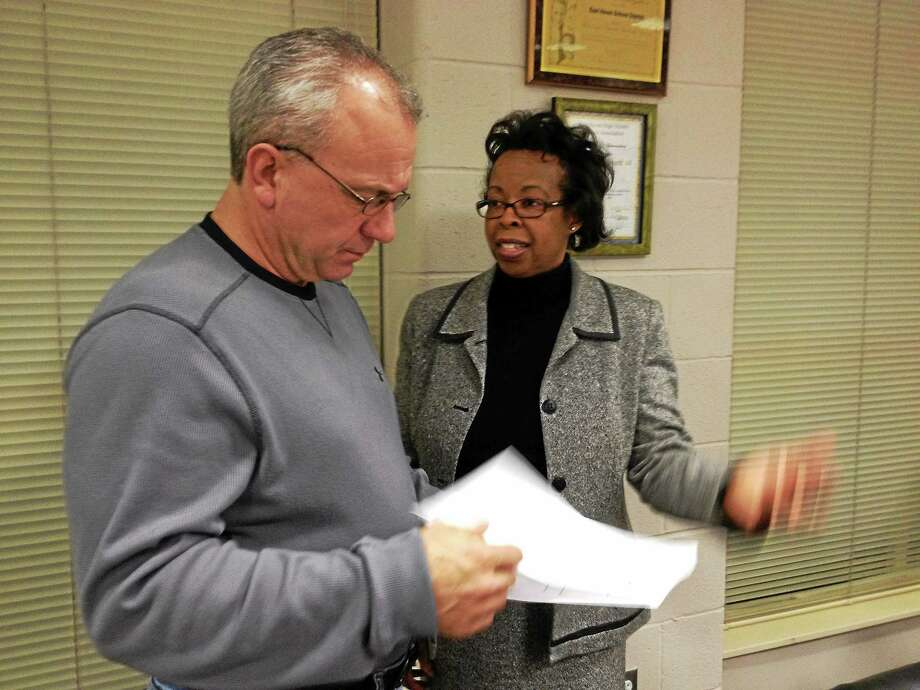 East Haven Board of Education Chairman John Finkle talks to Superintendent of Schools Portia Bonner. Photo: Esteban L. Hernandez — New Haven Register FILE PHOTO