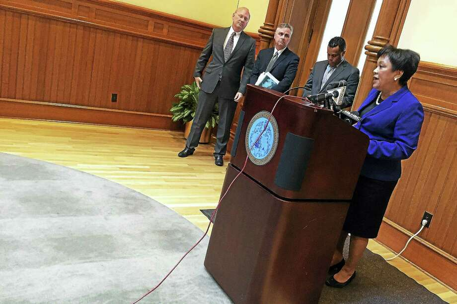 New Haven Mayor Toni Harp introduces a revised budget plan Tuesday during a press conference at City Hall. Photo: Esteban L. Hernandez — New Haven Register