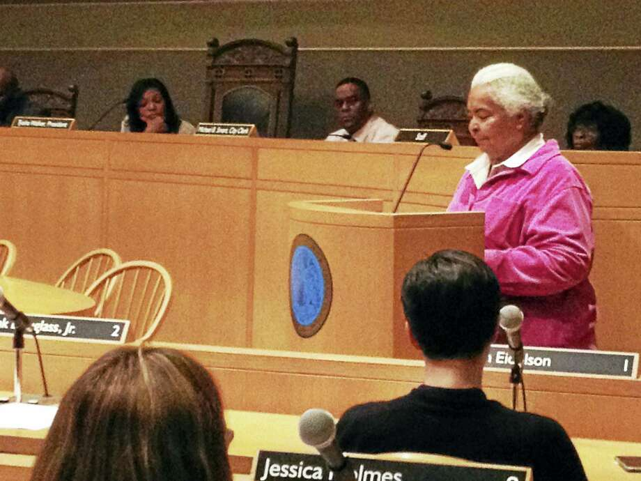Alder Dolores Colon, D-6, delivers her contribution to the Black &  Hispanic Caucus' State of the City Address on Monday, April 18, 2016.  Colon, president of the caucus, was joined by Alder Richard Furlow,  D-27. Photo: MARK ZARETSKY - NEW HAVEN REGISTER