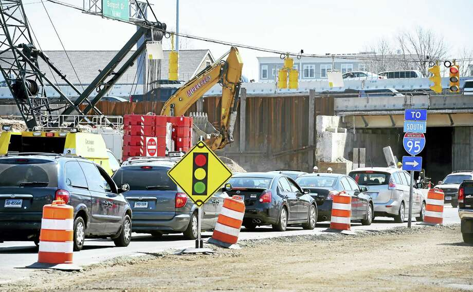 Cars approach a road construction site where Interstate 95 goes over Ella Grasso Blvd. in New Haven. Photo: Arnold Gold-New Haven Register