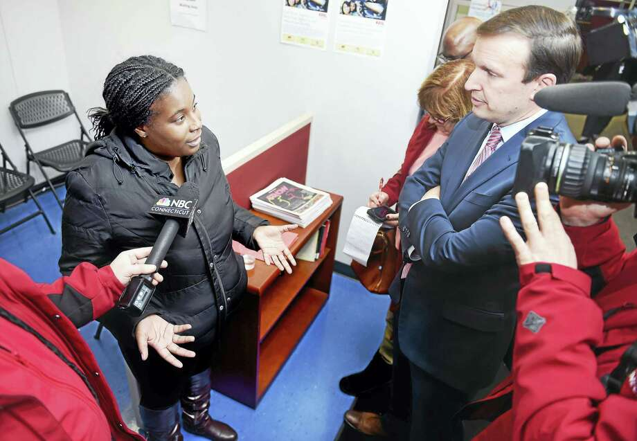 Jasmine Sullivan, left, mother of three who lives in New Haven, speaks with U.S. Sen. Chris Murphy about the cost of heating her home, at the Community Action Agency of New Haven Monday. Photo: Arnold Gold — New Haven Register