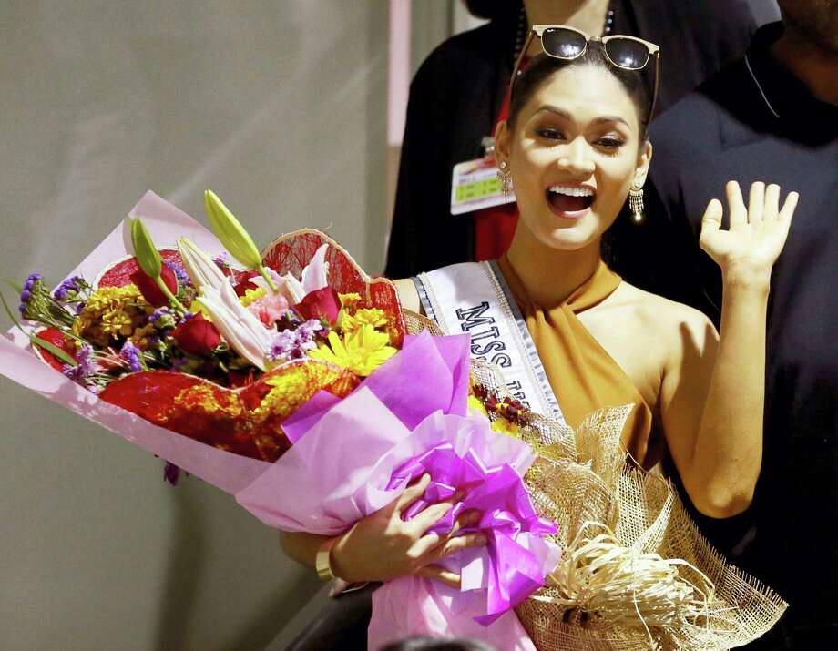 Newly crowned Miss Universe Pia Alonzo Wurtzbach waves to the crowd upon arrival at the Ninoy Aquino International Airport on Jan. 23, 2016 at suburban Pasay city, south of Manila, Philippines. Photo: AP Photo/Bullit Marquez   / AP