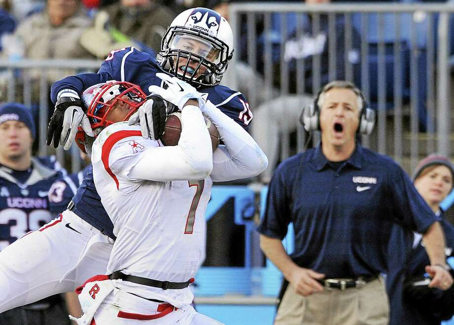 UConn cornerback Ellis Marder (19), seen here defending Rutgers wide receiver Quron Pratt in a 2013 game, is one of three Huskies who are leaving the program. Photo: File Photo – The Associated Press   / FR153656 AP