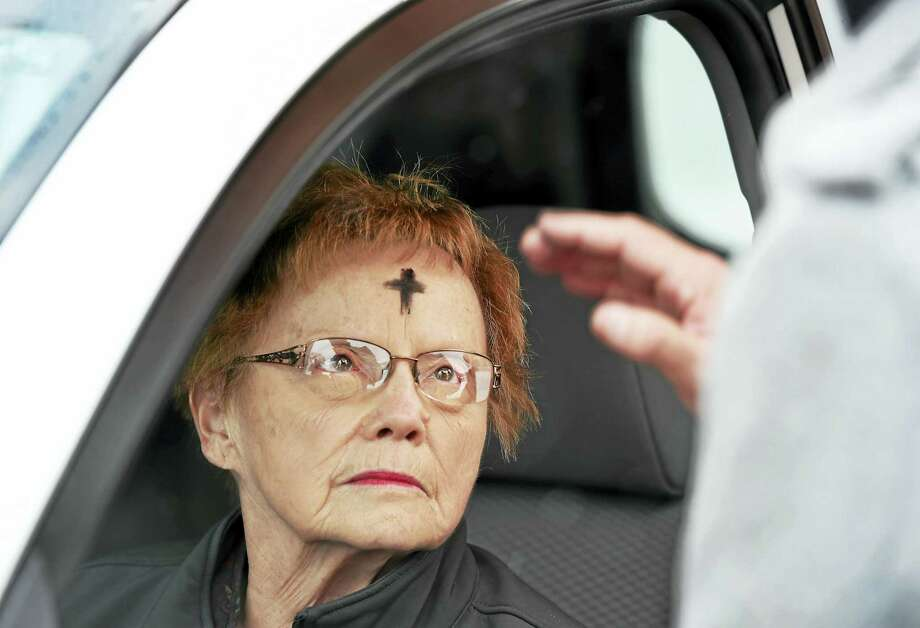 PETER HVIZDAK — NEW HAVEN REGISTER  Betty Pritchard of Cheshire receives ashes and prayer from Interim Senior Minister Rev. Mark Montgomery of the Congregational Church of Chesire during a drive-through Ash Wednesday celebration at the church Wednesday morning. Photo: ©2016 Peter Hvizdak / ©2016 Peter Hvizdak