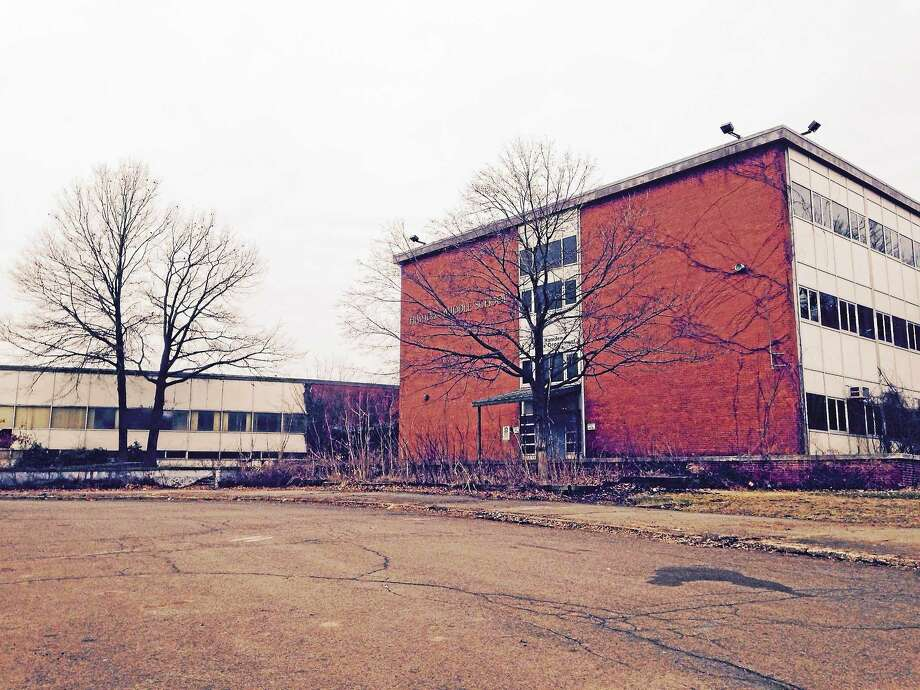 The former Hamden Middle School. Photo: Kate Ramunni — New Haven Register