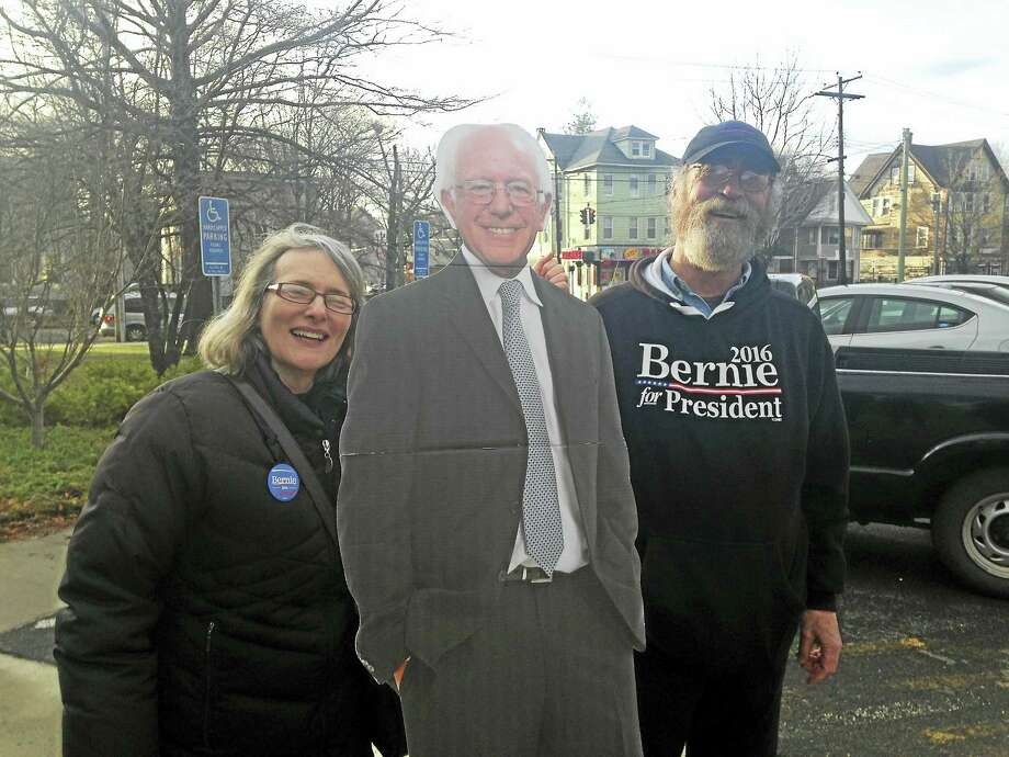 The New Haven Democratic Town Committee hosted a presidential forum Thursday at the Betsy Ross Parish House. exas Congresswoman Sheila Jackson Lee campaigned for Hillary Clinton, while former Ohio Senator Nina Turner campaigned for Bernie Sanders. Photo: Juliemar Ortiz — New Haven Register