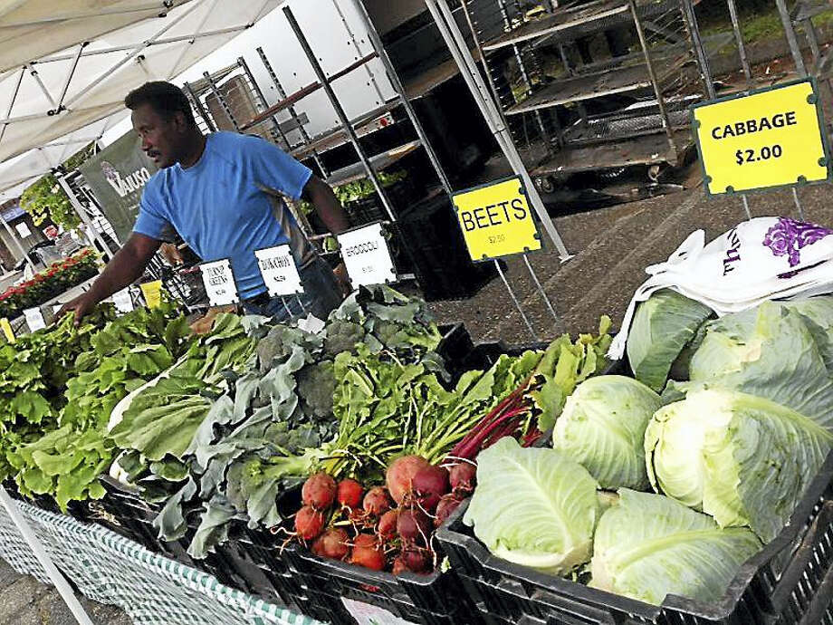Downtown farmers market in Milford tries \'to get the vibe going ...