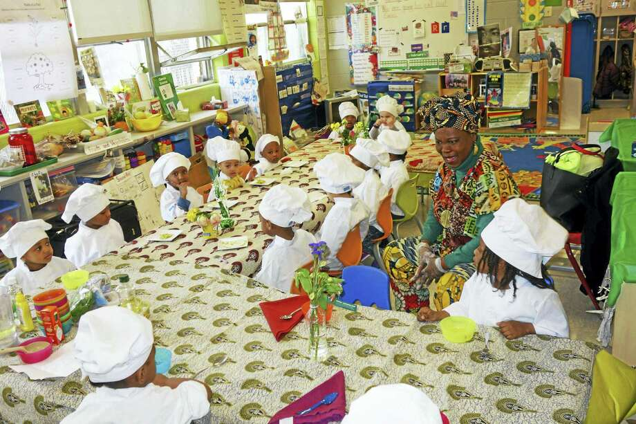 Vera Oye' Yaa-Anna, right, teaches pre-kindergartners at Leckie Elementary School in the District of Columbia about healthy eating. Photo: Washington Post Photo By Courtland Milloy   / The Washington Post