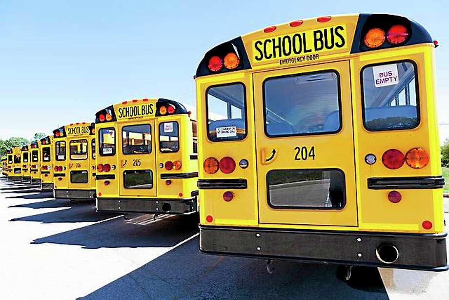 Yellow School Bus With Blue Sky Photo: Maksymowicz - Fotolia / maksymowicz - Fotolia