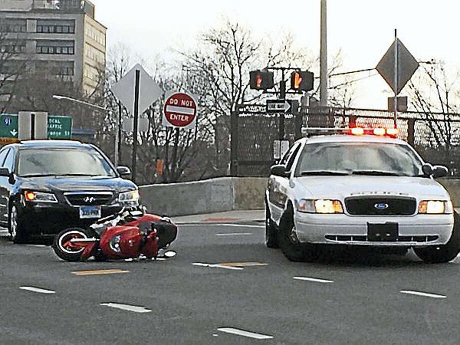 Police investigate an accident at the intersection of Martin Luther King Jr. Boulevard and Church Street that left a Branford man hospitalized Thursday. Photo: Wes Duplantier/New Haven Register
