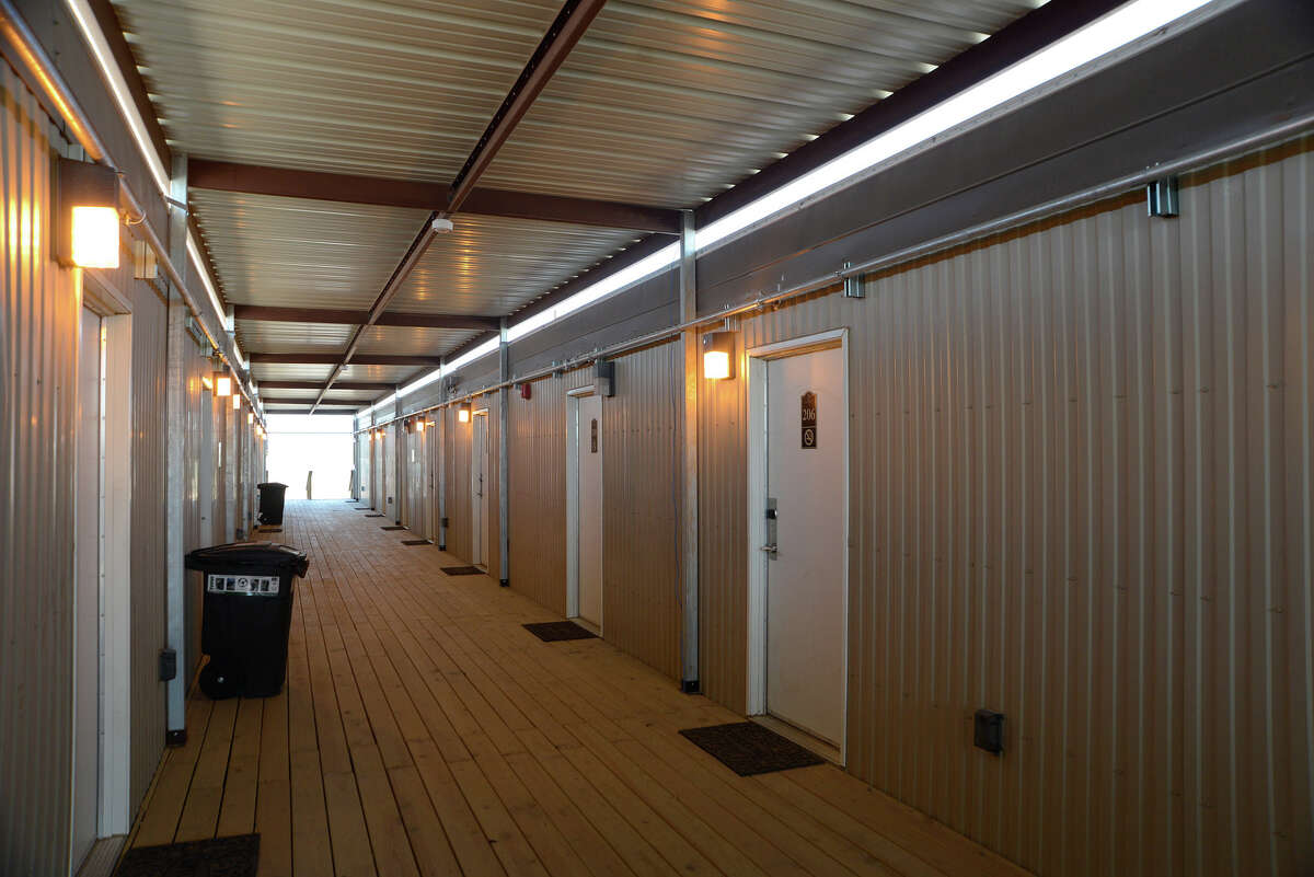 Modular units that contain the rooms for employees allow for ease of mobility and workforce growth.