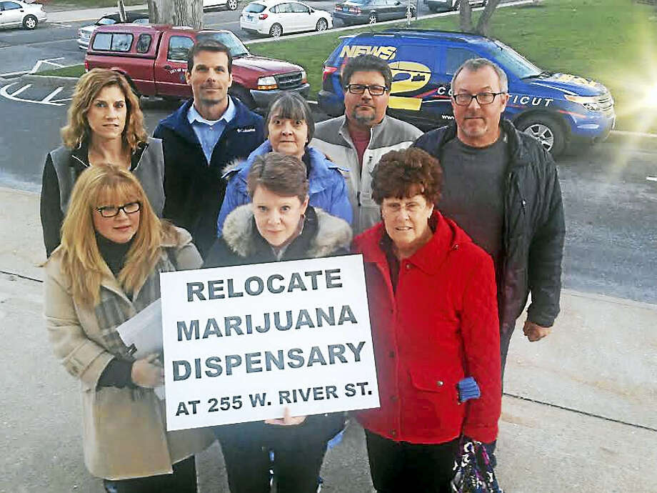 Milford residents out in force to stop a medical marijuana dispensary from opening in their neighborhood. Photo: Pam McLoughlin — New Haven Register