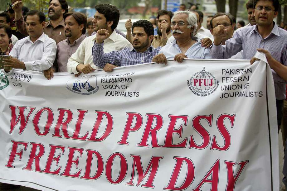 Pakistan journalists rally to observe the World Press Freedom Day in Islamabad, Pakistan, Tuesday, May 3, 2016. Dozens of journalists gathered shouting slogans for the freedom of press. Photo: AP Photo/B.K. Bangash   / Copyright 2016 The Associated Press. All rights reserved. This material may not be published, broadcast, rewritten or redistribu
