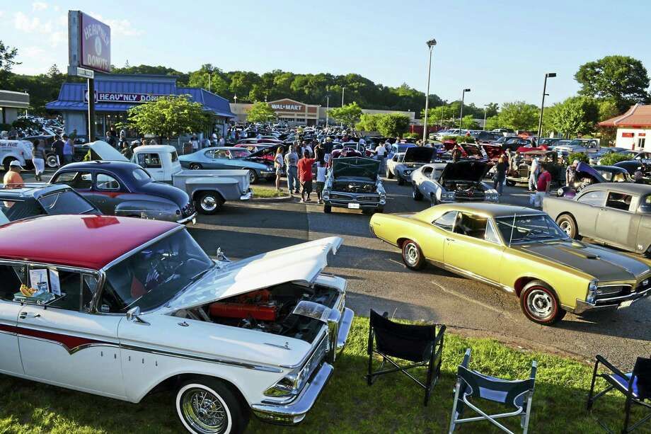 "The 30th annual ""dust-off"" car cruise and food drive to benefit the Valley's homeless shelter, the Spooner House, and its Valley Food Bank, will take place from noon to 5 p.m. Sunday at Heav'nly Donuts, 653 New Haven Ave., Derby. Photo: FILE PHOTO"