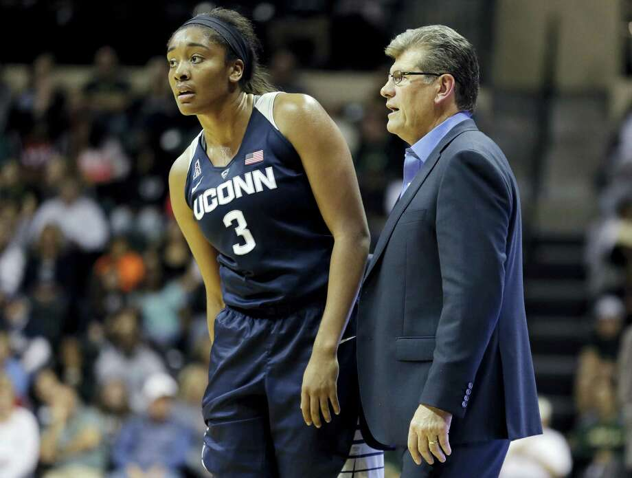UConn's Morgan Tuck (3) talks to head coach Geno Auriemma during the second half Sunday. Photo: Chris O'Meara — The Associated Press   / AP