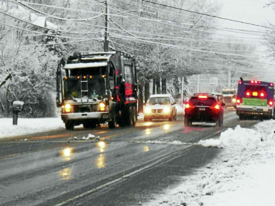 New Haven drivers battle through heavy snow on Middletown Avenue early Friday morning. The region could get more than 6 inches of snow in the morning storm. Photo: Wes Duplantier — The New Haven Register