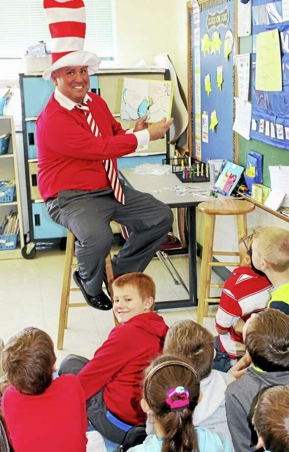 "Seymour Middle School Assistant Principal Ernie DiStasi reads ""One Fish, Two Fish, Red Fish, Blue Fish"" to students Wednesday. Photo: JEAN FALBO-SOSNOVICH — NEW HAVEN REGISTER"