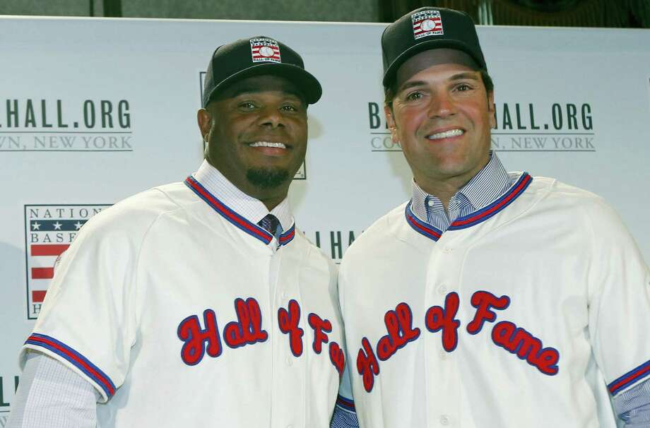 Ken Griffey Jr., left, poses for a photograph with Mike Piazza at a press conference announcing their election to baseball's Hall of Fame on Thursday. Photo: Kathy Willens — The Associated Press    / AP
