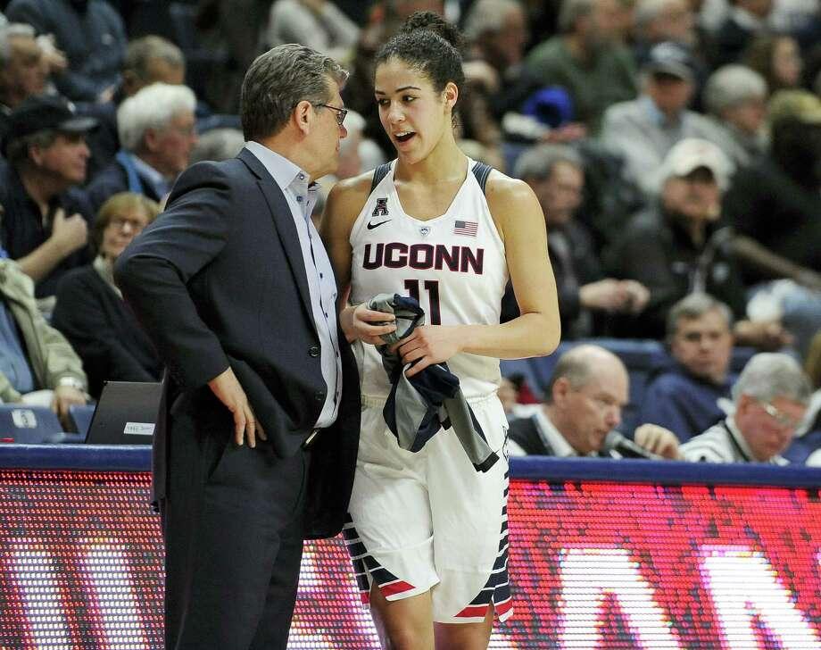 UConn head coach Geno Auriemma talks with Kia Nurse in the second half on Monday. Photo: Jessica Hill — The Associated Press   / FR125654 AP