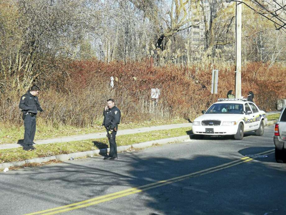 Police investigate a report of shots fired on Hemingway Street Wednesday. Photo: (Wes Duplantier - New Haven Register)