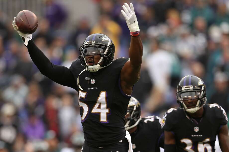 BALTIMORE, MD - DECEMBER 18: Inside linebacker Zach Orr #54 of the Baltimore Ravens reacts after making an interception in the first quarter against the Philadelphia Eagles at M&T Bank Stadium on December 18, 2016 in Baltimore, Maryland. (Photo by Patrick Smith/Getty Images) Photo: Patrick Smith/Getty Images