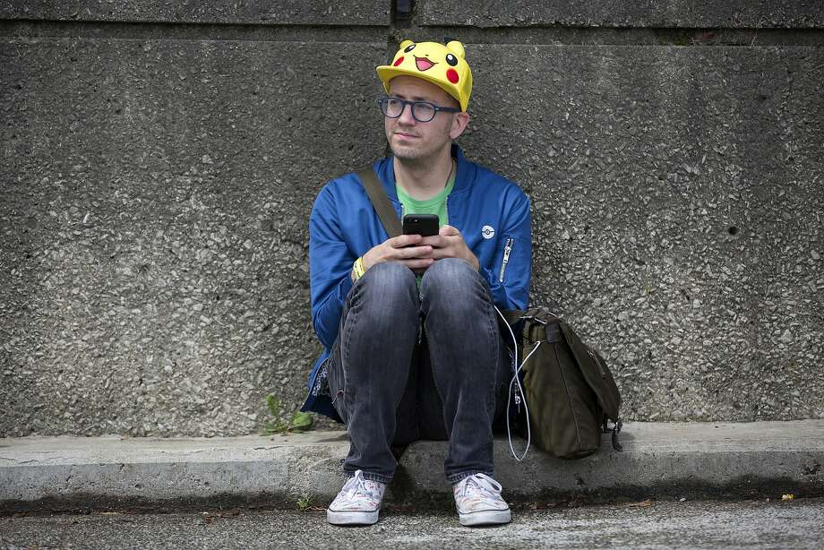 Ryan Copple of Los Angeles struggles to play in Chicago at the Pokémon Go Fest, which had to issue refunds after players couldn't get the game to work. Photo: Erin Hooley, Associated Press