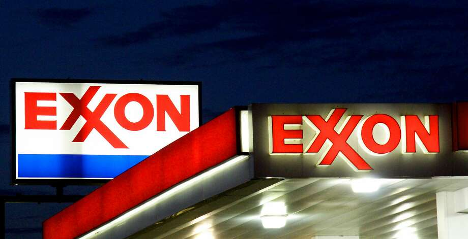 (FILES) An Exxon sign is seen at a station in this September 20, 2008 file photo in Manassas, Virginia. The United States on July 20, 2017 hit oil giant ExxonMobil with a $2 million fine for violating Ukraine-related sanctions at a time when Secretary of State Rex Tillerson was still in charge of the company. Photo: KAREN BLEIER, AFP/Getty Images