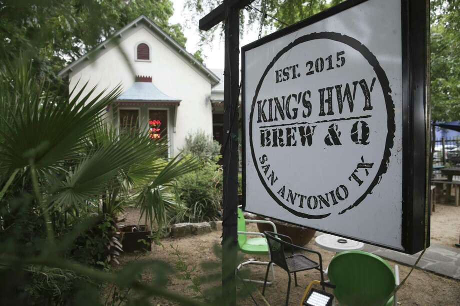 "Kings Hwy Brew and Q at 1012 N. Flores will be featured Saturday on an episode of ""Eat, Sleep, BBQ"" on the Food Network. Photo: Tom Reel /San Antonio Express-News / 2017 SAN ANTONIO EXPRESS-NEWS"