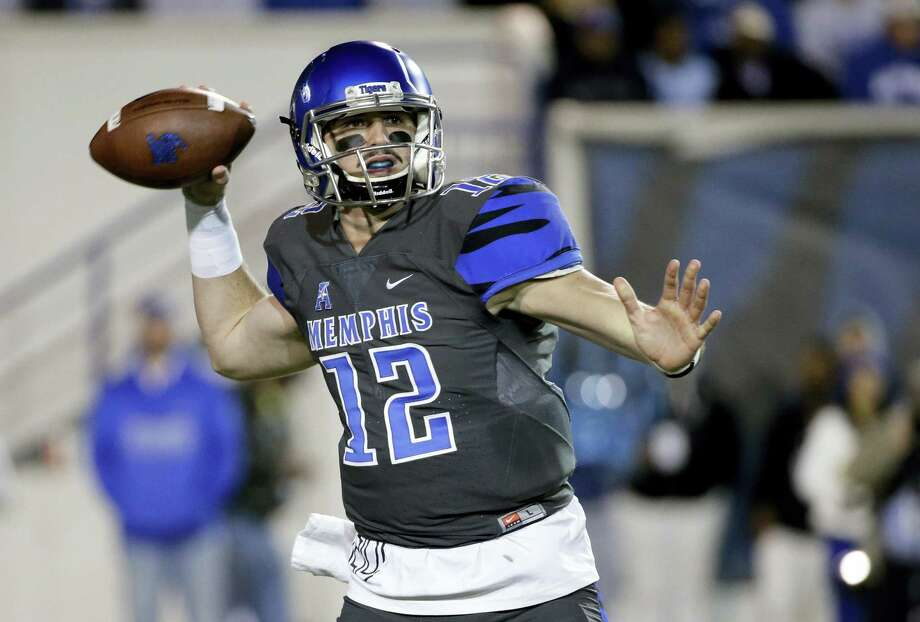 Memphis quarterback Paxton Lynch is leaving school early to enter the NFL Draft. Photo: Mark Humphrey — The Associated Press File Photo   / AP