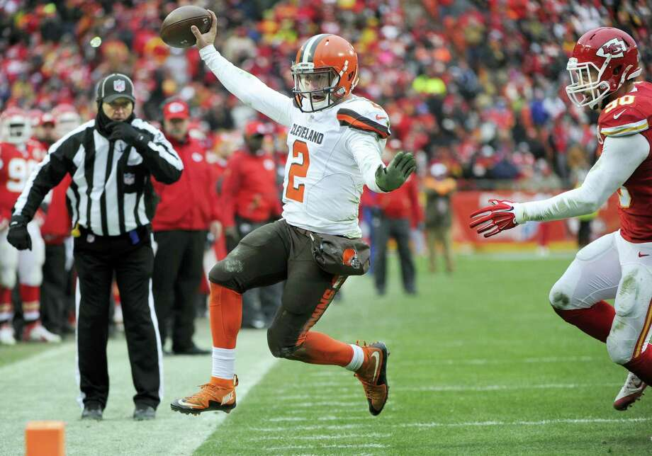 Cleveland Browns quarterback Johnny Manziel will miss the season finale. Photo: Ed Zurga — The Associated Press   / FR34145 AP