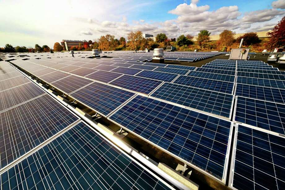 A 350,000-square-foot photovoltaic solar array on a rooftop at the Yale University West Campus in West Haven Tuesday, October 27, 2015. Photo: Peter Hvizdak — New Haven Register   / ©2015 Peter Hvizdak