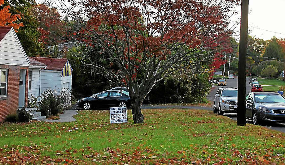 A home at Pinewood Road and Whitney Avenue in Hamden has a sign out, advertising homes for rent to students. Photo: Kate Ramunni — New Haven Register