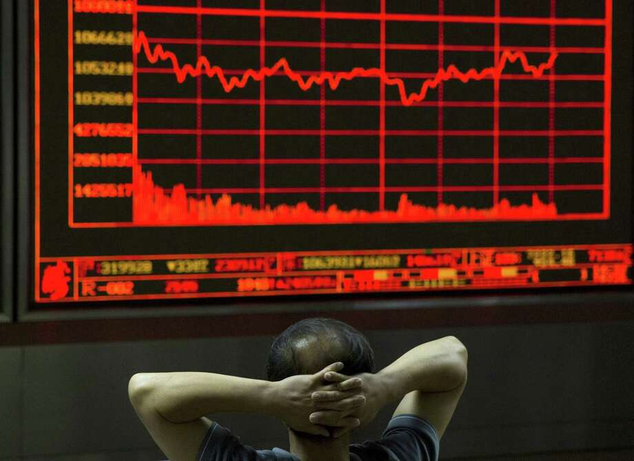 An investor monitors a display showing the Shanghai Composite Index at a brokerage in Beijing on Aug. 31, 2015. Asian stocks fell Monday after a U.S. Federal Reserve official suggested a September interest rate hike still was possible and Japanese factory activity weakened. Photo: AP Photo/Ng Han Guan   / AP