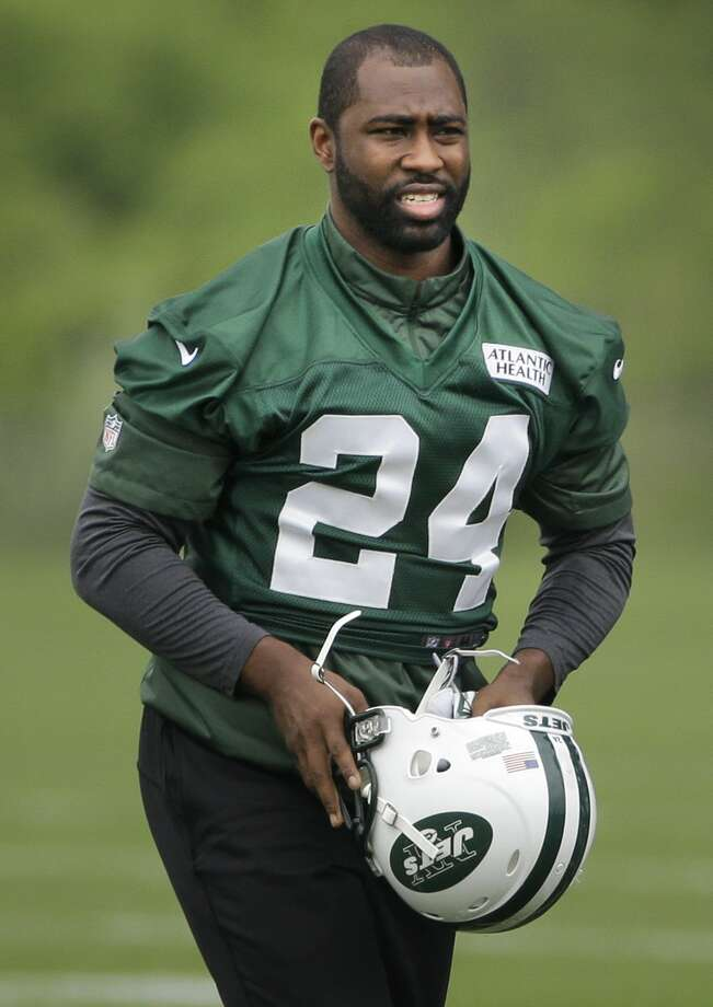 After the Jets struggled with an injury-filled and inconsistent secondary, they brought back free agent cornerbacks Darrelle Revis (24) and Antonio Cromartie. Photo: Seth Wenig — The Associated Press File Photo   / AP