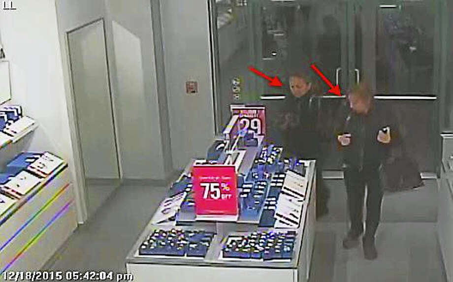 Police are asking for the public's help to identify these two women. Photo: Clinton Police Department