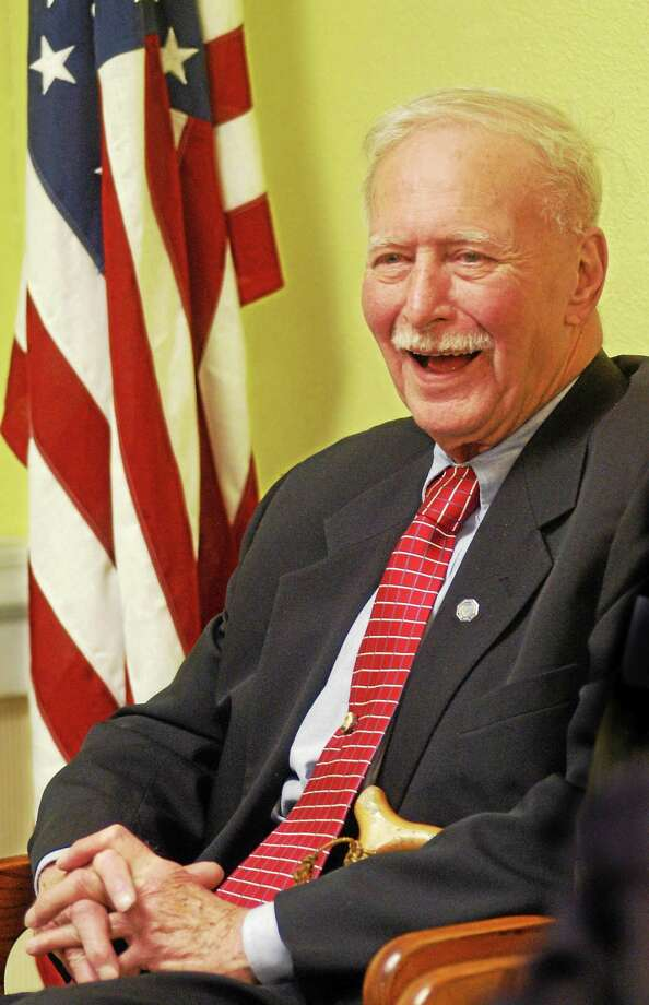 Alan Jepson in 2006, awaiting a vote to rename the Harrison Avenue housing complex in his honor. Photo: MELANIE STENGEL — NEW HAVEN REGISTER FILE PHOTO
