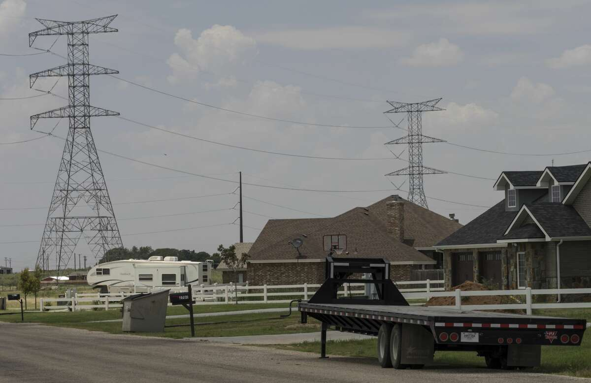 High power 345 kilivolt transmission lines from Oncor in the Greenwood area. Tim Fischer/Reporter-Telegram