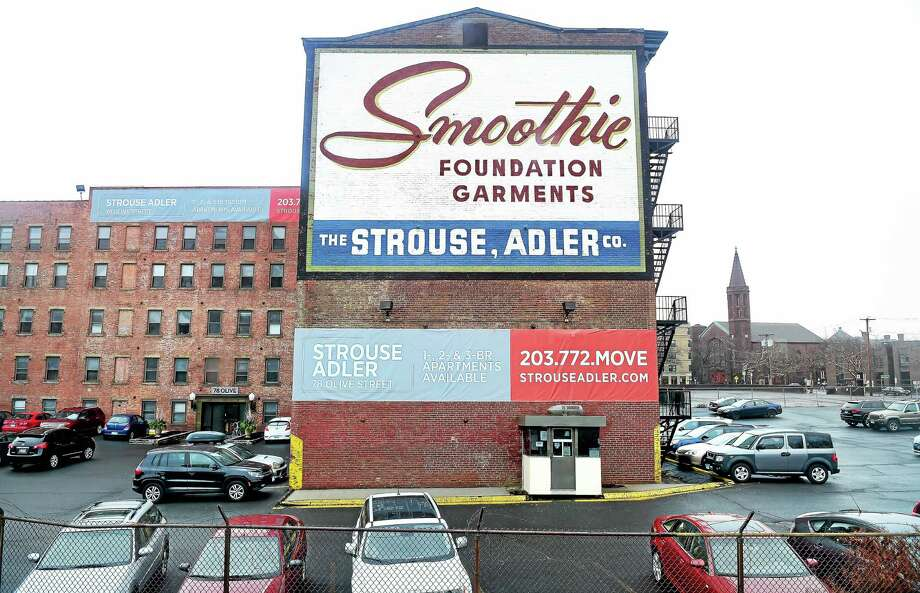 ARNOLD GOLD —NEW HAVEN REGISTER  The Smoothie Building in New Haven, photographed on Dec. 24. Photo: Journal Register Co.