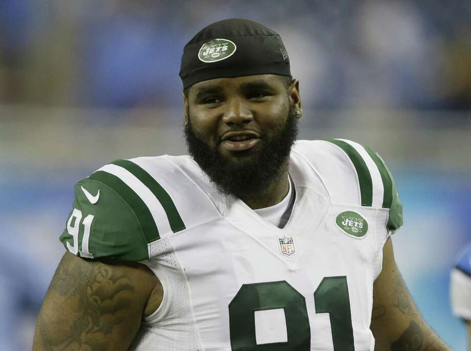 New York Jets defensive end Sheldon Richardson walks off the field following a preseason game against the Lions on Aug. 13 in Detroit. Photo: Duane Burleson — The Associated Press   / FR38952 AP