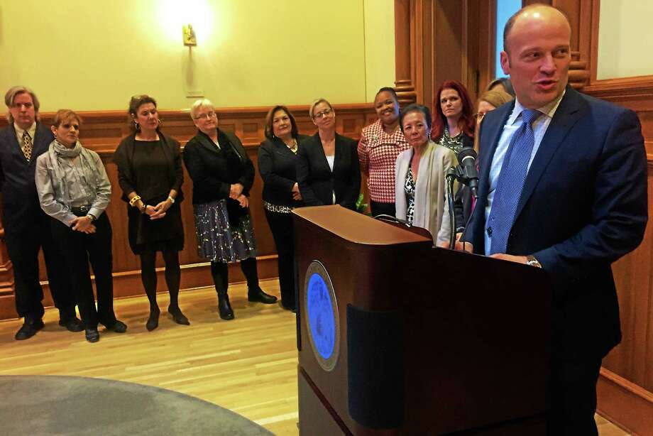 New Haven Superintendent of Schools Garth Harries speaks during a press conference introducing a blue-ribbon commission on reading Tuesday at City Hall. Several of the more than 30 commission members can be seen in the foreground. Photo: Esteban L. Hernandez — New Haven Register