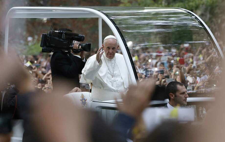 Pope Francis waves to the crowd from his popemobile as it moves through Central Park in New York, Friday, Sept. 25, 2015. Photo: (AP Photo/Kathy Willens) / AP